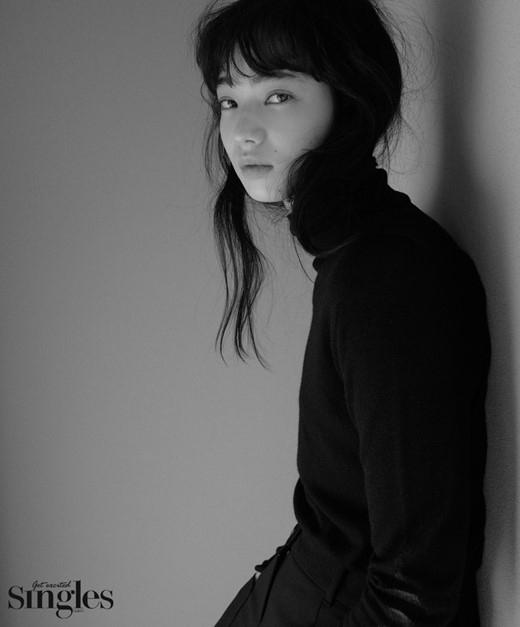小松菜奈、韓国ファッション誌のグラビアに登場!インタビューでは話題の映画「沈黙ーサイレンスー」に言及 - Kstyle