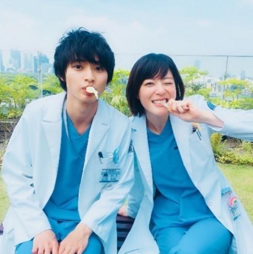 山﨑賢人&上野樹里、日本版「グッド・ドクター」撮影中…仲良し ...