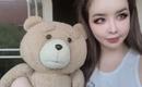 元2NE1のBOM、クマのぬいぐるみと一緒に新曲「ドレミファソ」をキュートにPR(動画あり)