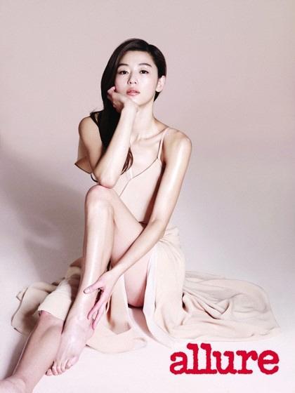 """ナム ジヒョン nude チョン・ジヒョン、ヌードトーンのドレスを着た女神""""輝く美肌 ..."""